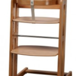Højstol i træ til brug ved spisebordet eller i køkknet (foto: traevarer.dk)